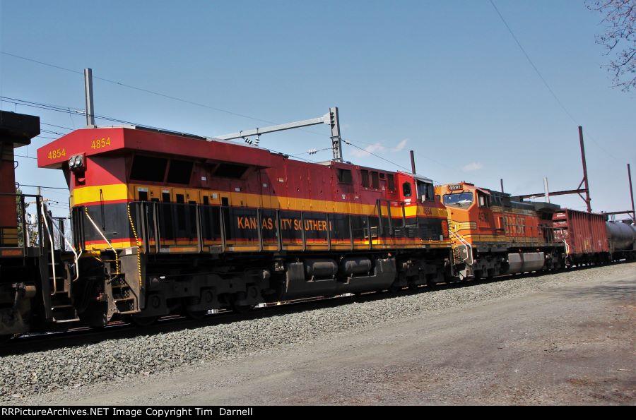 KCS 4854 on CSX K142
